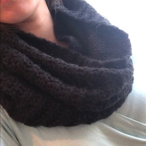 Infinity black scarf